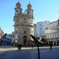 Pontevedra_Plaza_de_la_Peregrina_y_loro_Ravachol